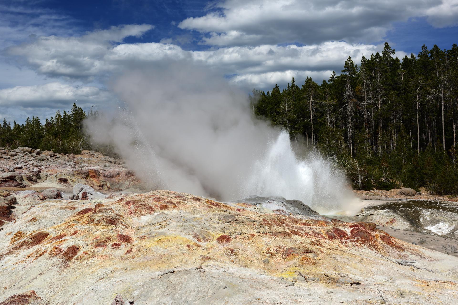 03 - Steamboat-Geysir im Yellowstone